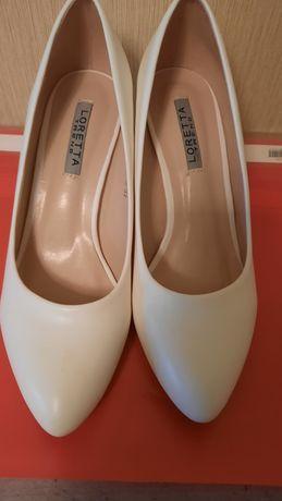 Туфли белые р.37, (отличное состояние)