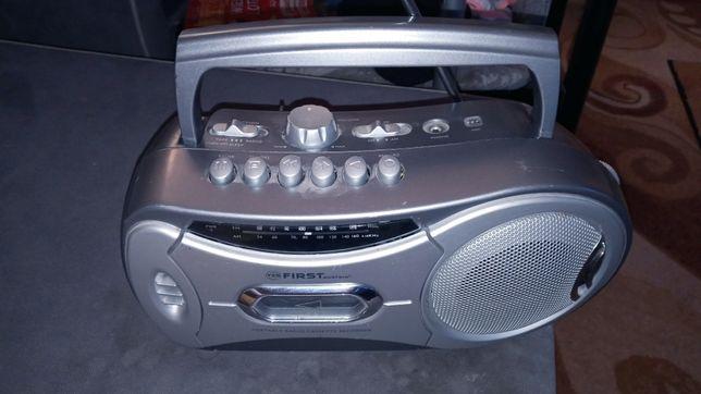 Radio magnetofon na 1 kasetę działający Marki first