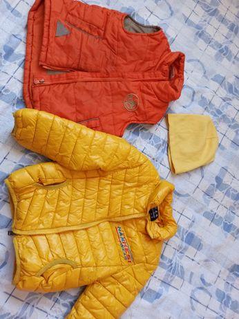 Комплект весенней на 3-4 года: куртка, шапка, жилетка / безрукавка