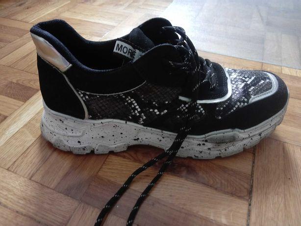Sneakersy na grubej podeszwie r.40