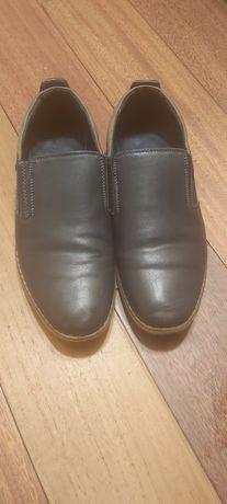 Продам туфли на мальчика р.39