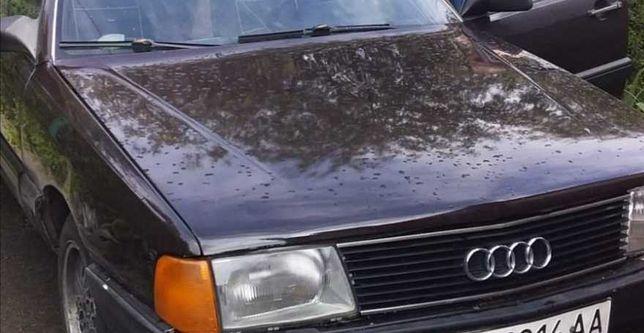 Audi 100 колір коричневий