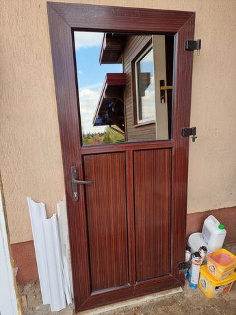 Drzwi antywłamaniowe z futryna