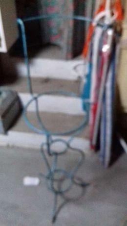 lavatório/ aranha antigo em ferro, em excelente estado