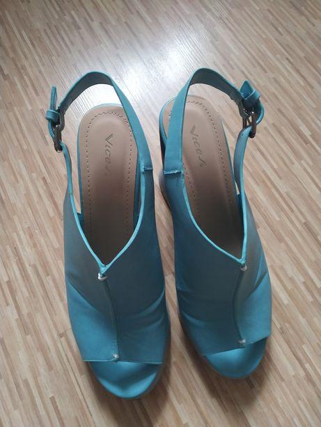 Sprzedam sandały na koturnie