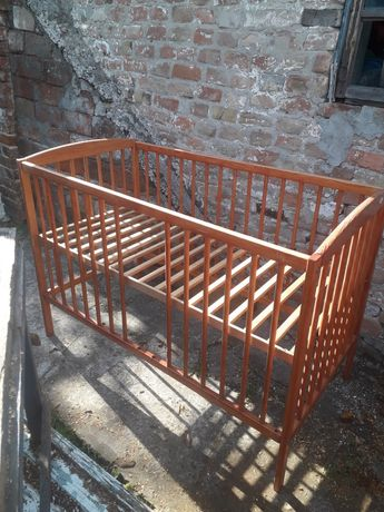 Продам кроватку деревянную.