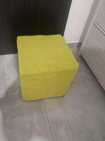 Pufa w kolorze żółtym