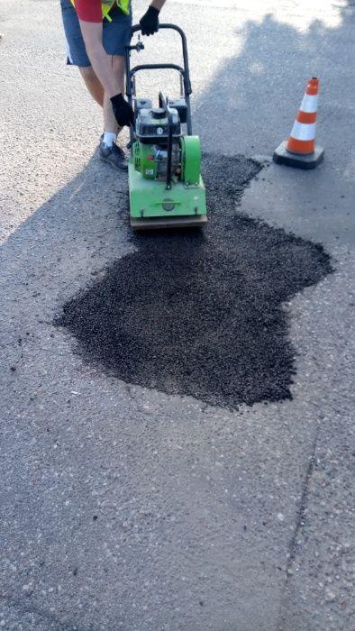 Asfalt na zimno w workach Masa asfaltowa do łatania dziur 25 kg F-VAT Kwidzyn - image 1