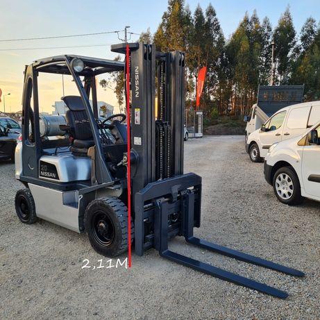 Empilhador Nissan Torre Triplex - 2000kg - Gás
