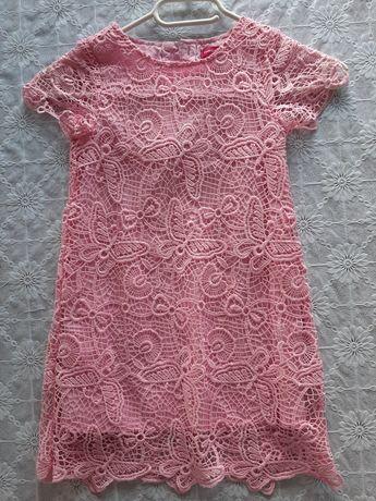 Sukienka w koronkę  104