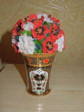 Ваза керамическая с букетом цветов (маки) очень красивая.