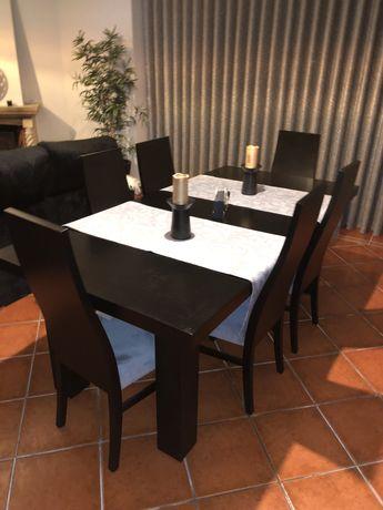 Mesa de jantar em madeira maciça com 6 cadeiras