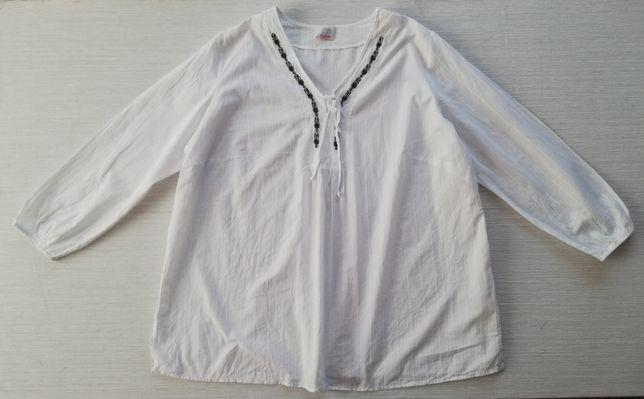 Biała bluzka z haftem r.56