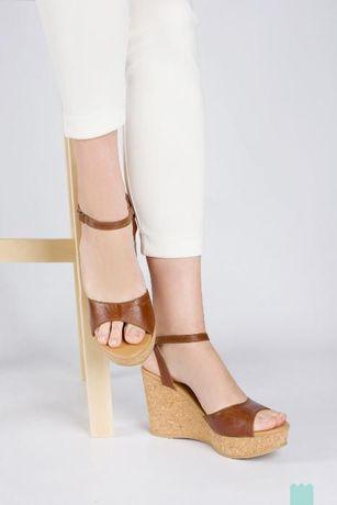 Sandálias de tacão alto c/ fita Cache Cache novas tamanho 40