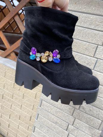 Ботинки из замши