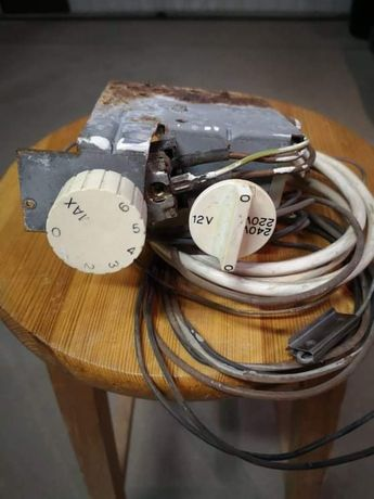 Przełącznik zasilana 12v/240v i  termostat,elektrolux 212 przyczepa.