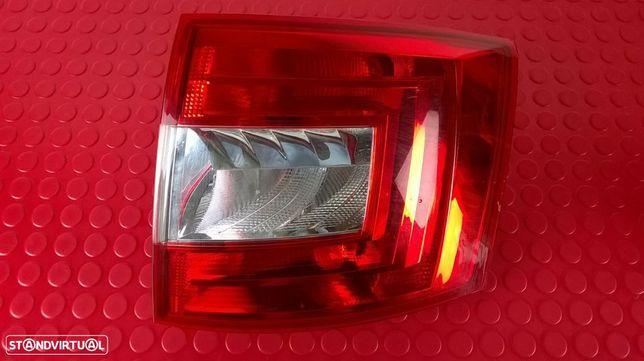Farolim Stop Tras Direito - 5E9945096 [Skoda Octavia III Combi]