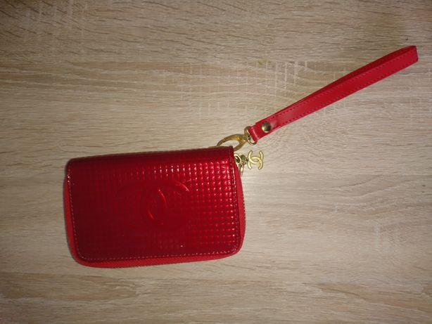 Червоний гаманець