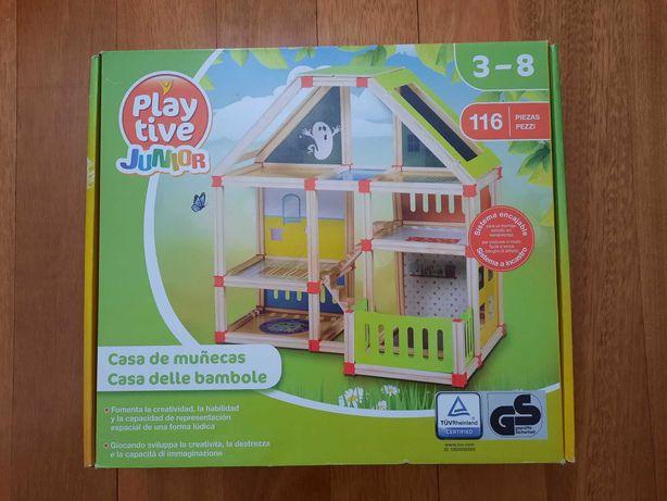 Casa de bonecas de madeira nova