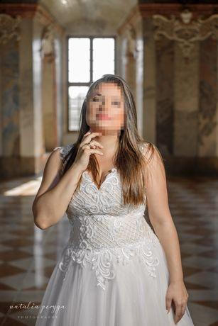 Śliczna suknia ślubna biało bezowa