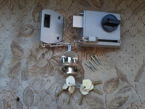 Продам замок для дверей, новый, СССРовский. с ключами.