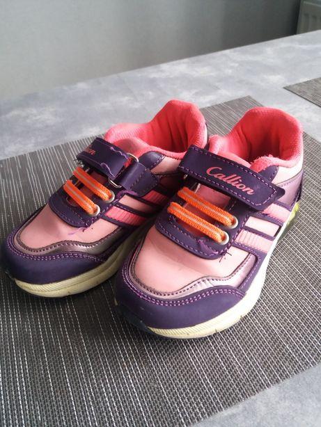Кросівки на дівчинку 25р