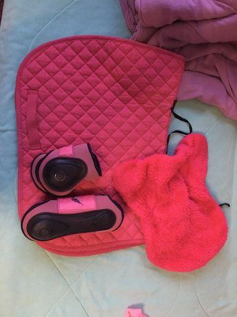Różowy komplet czaprak+ochraniacze+podkładka
