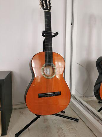 Gitara klasyczna, stojak, pokrowiec, stojak na nuty, książka