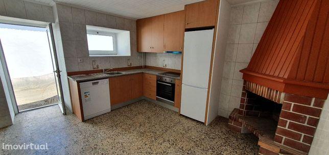 Moradia T3 Renovada com Terreno - Pedroso