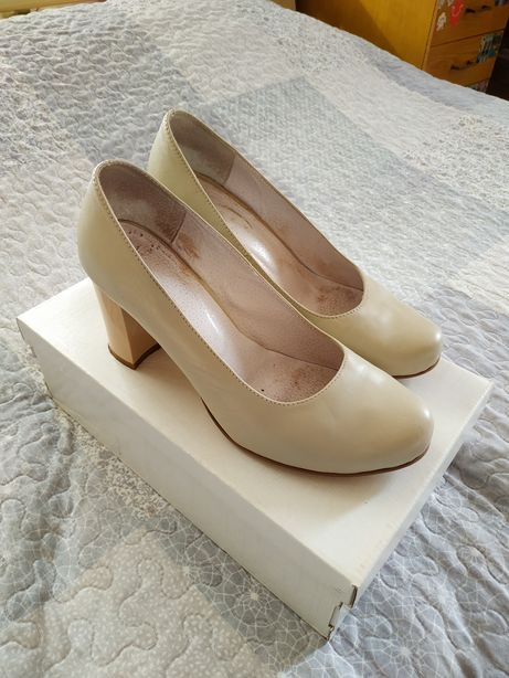 Продам кожаные женские туфли нарядные