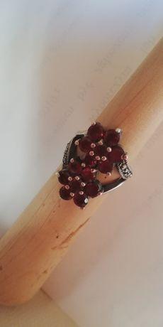 srebrny pierścionek z granatami R. 13