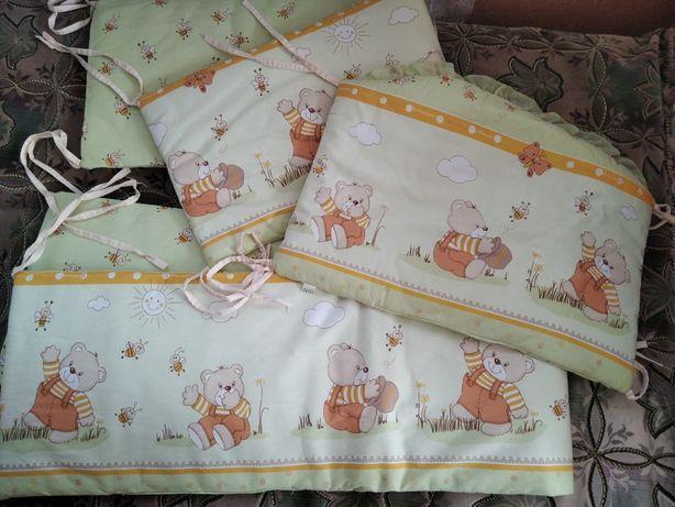 Захист на дитяче ліжечко