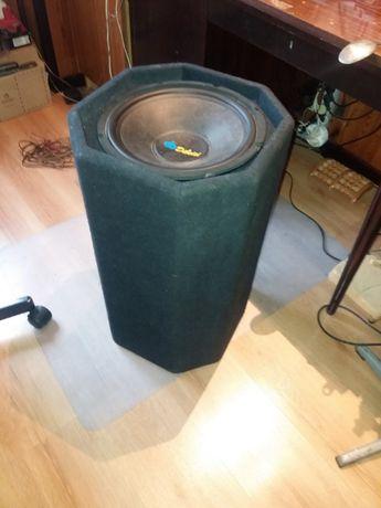 TUBA BASOWA: Mocnym głośnikiem gitarowo-basowym 30cm, moc max 600W