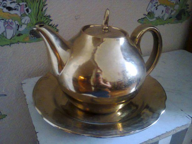 Продам набор: заварочный чайник и блюдо