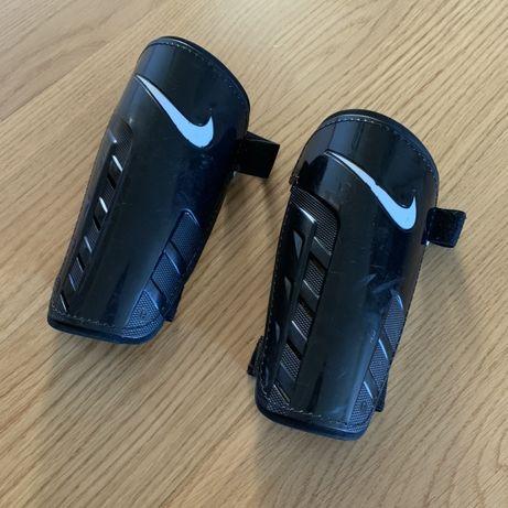 Ochraniacze Nike na rzepę