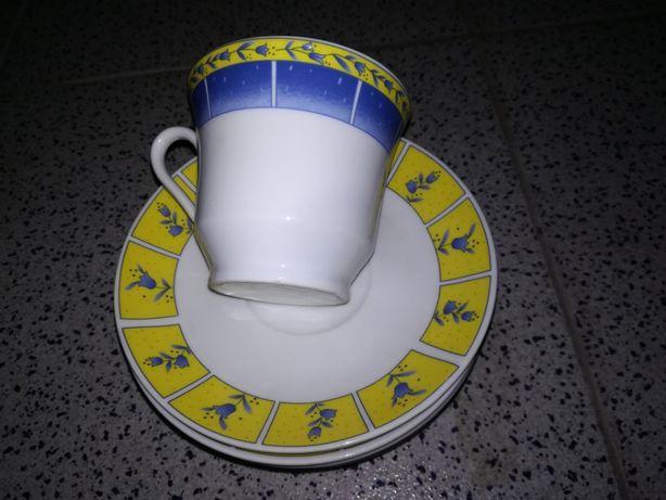 Chávenas de chá ou café com leite