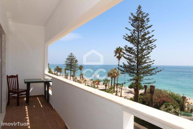 T4 localizado na Avenida Beira-Mar com excelente vista para a praia e