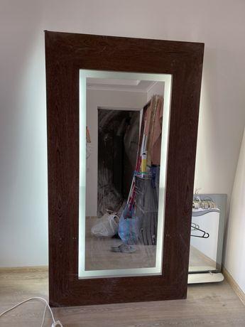 Большое зеркало с дерева