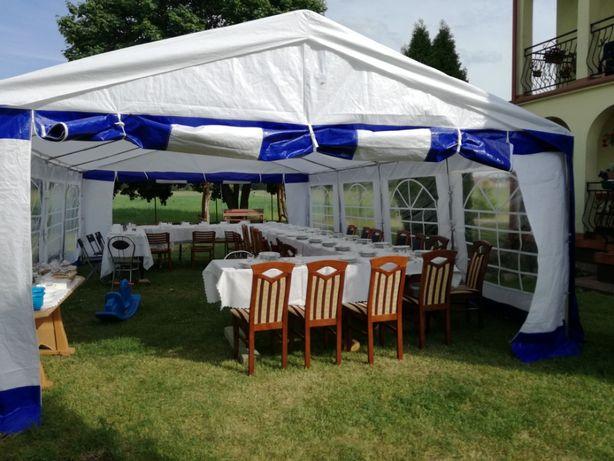Namiot że składanymi stołami na imprezę na doby