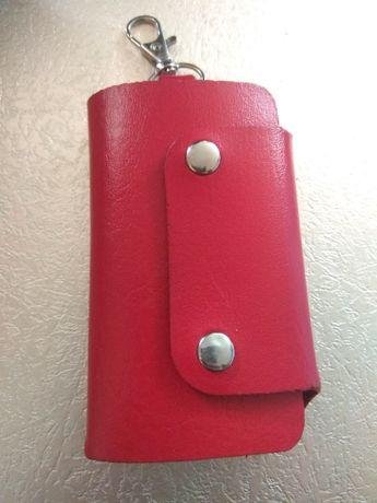 Продам красную ключницу