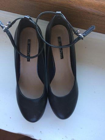 Buty na koturnie czarne koturny