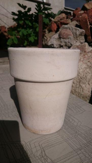 Doniczka chyba ceramika ceramiczna jasna kremowa