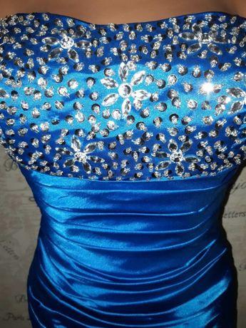Вечернее, выпускное платье, размер-S, плотный атлас, стразы, паетки.