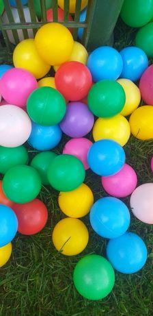 Kolorowe piłeczki plastikowe