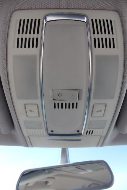 Lampka oświetlenia kabiny Audi A6C6 rok 2006.