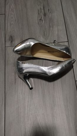 Szpilki srebrne skóra 37