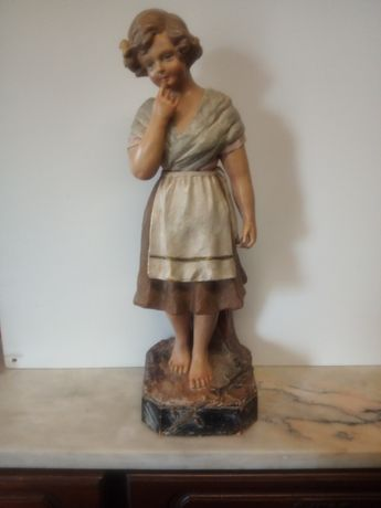Linda antiga figura em faiança de Coimbra, marcada Victorino