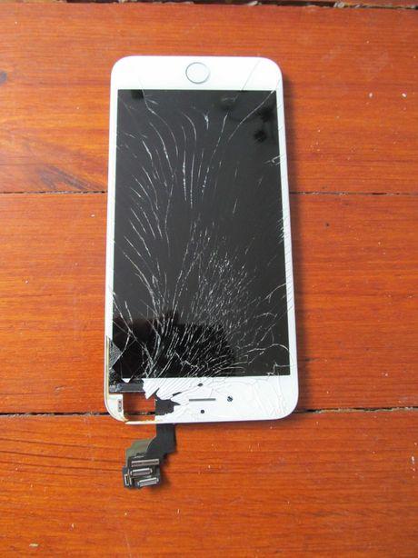 oryginalny wyświetlacz iPhone uszkodzony