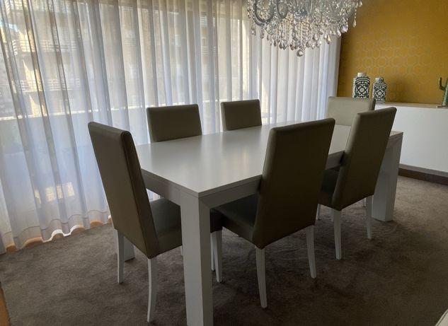 Mesa moderna de madeira lacada branca