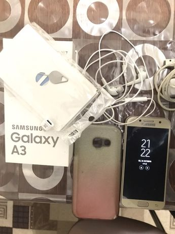 Продам Samsung galaxy A3 2017 года.